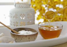 14 Honey Beauty Recipes to Nourish and Rejuvenate Skin: Yogurt and honey are fabulous DIY beauty ingredients. Natural Beauty Recipes, Health And Beauty Tips, Beauty Advice, Beauty Ideas, Diy Beauty Ingredients, Cheveux Ternes, Homemade Face Masks, Homemade Hair, Homemade Beauty
