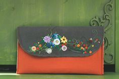 Embroidery Purse, Embroidery Patterns, Clutch Pattern, Something To Do, Sunglasses Case, Diy And Crafts, Sewing, Pouches, Hair