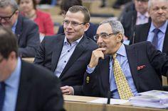 Kokoomuksen Ben Zyskowicz on kymmenennen kauden kansanedustaja. Hän ei poistaisi sopeutumiseläkettä istuvilta kansanedustajilta.