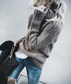 warm and cozy street style. - Total Street Style Looks And Fashion Outfit Ideas Mode Outfits, Casual Outfits, Fashion Outfits, Womens Fashion, Petite Fashion, Curvy Fashion, Sweaters Outfits, Pullover Outfits, Women's Sweaters
