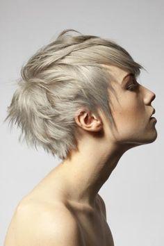 Coupe courte folle - Blond cendré