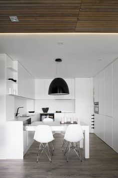 This Apartment Interior Design by Susanna Cots Is Perfect For A Couple Of Book Lovers Modern Apartment Design, Apartment Interior, Kitchen Interior, Modern Design, Küchen In U Form, Barcelona Apartment, U Shaped Kitchen, Kitchen Corner, Kitchen Layout
