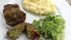 Kapustové karbanátky s bramborovou kaší Meatloaf, Tandoori Chicken, Mashed Potatoes, Vegetarian, Ethnic Recipes, Food, Whipped Potatoes, Smash Potatoes, Essen