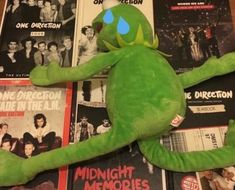 one direction memes / mood / i miss one direction / listening to songs be like Memes One Direction, Happy 10 Year Anniversary, 1d Songs, Midnight Memories, You're My Favorite, 1d And 5sos, Reaction Pictures, Louis Tomlinson, Cool Bands