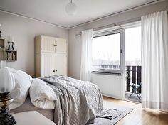 Sovrum I på entréplan med egen balkong