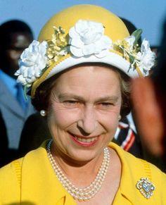 Queen Elizabeth ......Uploaded By  www.1stand2ndtimearound.etsy.com