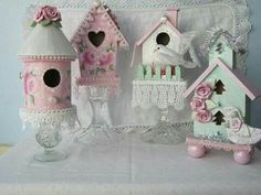 28 trendy Ideas for vintage bird cage shabby chic roses Shabby Chic Crafts, Shabby Chic Decor, Shabby Chic Birdhouse, Glitter Houses, Vintage Birds, Shabby Cottage, Cottage Style, Pink Christmas, Lady Bug