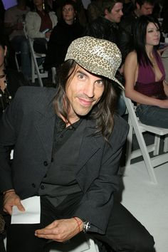 Anthony Kiedis, Hot Couples, Stuffed Peppers, My Favorite Things, Chilis, Rockers, Music Artists, Swan, Singers