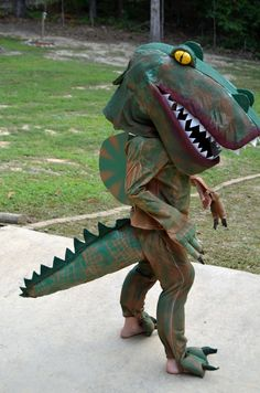 My son wanted to be a Spinosaurus for Halloween, I knew I had to make his dream a reality. Here's a Step-By-Step tutorial how to make a dinosaur costume! Dinosaur Halloween Costume, T Rex Costume, Lego Halloween, Halloween Costume Contest, Halloween Costumes For Kids, Halloween Ideas, Halloween 2018, Halloween Party, Haunted Halloween