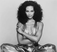 While some women preferred defined waves, many women desired a curlier, more voluminous style like that of supermodel Beverly Johnson.