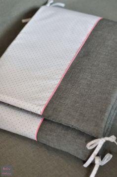 Tour de lit. Coton/lin gris, popeline à pois argent de France Duval Stalla. Fluo touch -by fikOu miKou