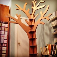 make tree trunk out of cardboard - books on shelves Tree Cut Out, Stage Props, 3d Tree, Show Booth, Prop Design, Chandelier, Ceiling Lights, Mirror, Kids Rooms