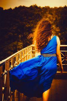Garota De Vestido Azul, Cabelos Longos, Menina