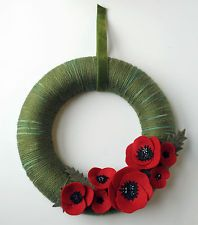 Remembrance wreath for poppy day? Remembrance Day Remembrance wreath for poppy day? Remembrance Day Art, Poppy Wreath, Poppy Craft, Crochet Wreath, Armistice Day, Anzac Day, Felt Flowers, Poppy Flowers, Red Poppies