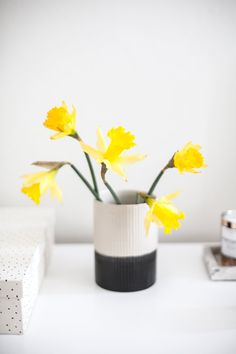 8 Ways To Decorate Your Bedside Table