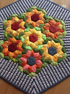 Beautiful! This was made by and originally uploaded by Helene Schmid to her board named 'Hexagons und mehr'.