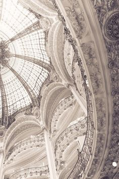 Photo (for the love of pretty) Galeries Lafayette Paris Haussmann – la coupole Baroque Architecture, Art Et Architecture, Beautiful Architecture, Beautiful Buildings, Architecture Details, Beautiful Places, Installation Architecture, Fashion Architecture, Galerie Lafayette Paris
