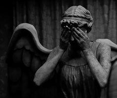 Weeping angel- I will never look at a statue the same way again Art Sculpture, Sculptures, Art Public, Renaissance Kunst, Cemetery Art, Cemetery Statues, Angel Statues, Aesthetic Art, Art And Architecture