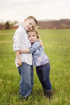 Trendy Photography Poses For Kids Boys Toddlers Sweets 16 Ideas Brother Sister Poses, Brother Sister Photography, Children Photography, Photography Poses, Family Photography, Makeup Photography, Young Sibling Photography, Vintage Photography, Sister Pictures