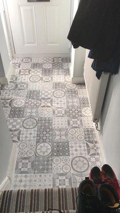 new Ideas for patchwork tiles hallway Hall Flooring, Bathroom Flooring, Kitchen Flooring, Laminate Tile Flooring, Grey Hallway, Tiled Hallway, Carpet Stair Treads, Carpet Stairs, Conservatory Flooring