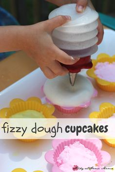 Fizzy Dough Cupcakes - an awesome sensory activity for kids. Make baking soda play dough for the kids to play bakery, and then add some vinegar for fizzy fun! Also a great preschool science experiment, too! ⋆ Study at Home Mama