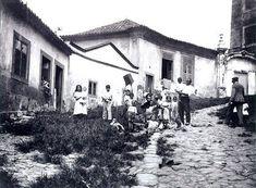 Morro do Castelo, mais tarde demolido (no seu lugar estende-se a Esplanada do Castelo, repleta de prédios) LITERATURA & RIO DE JANEIRO: IMAGENS DO RIO ANTIGO: CAMÕES, MALTA, FERREZ, LEUZINGER, DEBRET, GRASSER & GUTA