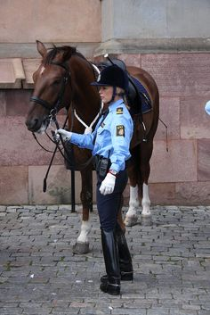 The Royal Palace, Stockholm Equestrian Outfits, Equestrian Style, Abyssinian Kittens, Riding Helmets, Riding Boots, Female Cop, Outdoor Girls, Riding Breeches, Sexy Cowgirl