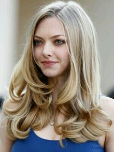 Amanda Seyfried to Play Porn Star Linda Lovelace?: Photo Justin Timberlake wraps his arm around co-star Amanda Seyfried at the photo call for their new movie, In Time, held at Hotel Adlon on Wednesday (November in Berlin,… Curled Hairstyles, Pretty Hairstyles, Hairstyles Haircuts, Black Hairstyle, Hairstyle Short, Amanda Seyfried Hair, Curls For Long Hair, Curls Hair, Blow Dry Hair Curls