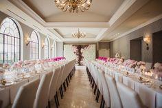 Uma bela decoração com tons claros, rosa, branco e off white.Rosewood Mansion emTurtle Creek, Dallas (EUA) é nossa inspiração para hoje. #lugarpracasar #festas #inspirações / Foto:Shaun Menary Photography