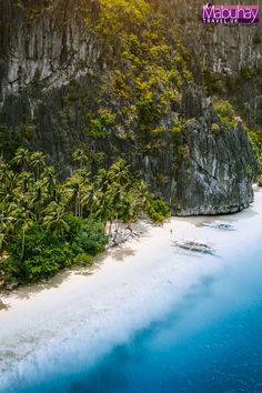Tropical exotic beach of Pinagbuyutan Island in El Nido. Philippines Tourism, Philippines Beaches, Exotic Beaches, Walking In Nature, Free Travel, Cool Places To Visit, The Good Place, Travel Destinations, Tours