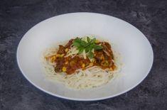 Špagety s paradajkovou omáčkou sú známou klasikou Spaghetti, Ethnic Recipes, Food, Essen, Meals, Yemek, Noodle, Eten