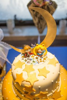 Sailor Moon wedding cake... bachlorette party, I am lookin' at you @moncheree