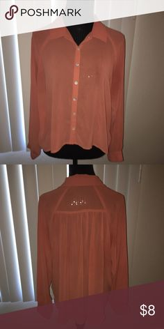 Forever 21 blouse ALL CLOTHING is either NWT or Preloved has been washed and sanitized and kept in a 🐾 pet free and 💨 smoke free home.   Too expensive gonna break the bank. Than add me to a 🛍 bundle deal or use the Offer 🖲 Button.    🚫NO LOW BALLING 🚫 Reasonable offers will be accepted, I do love negotiating. But Please Do Not 🚫🙅🏽 offer 40% below the asking price. Forever 21 Tops