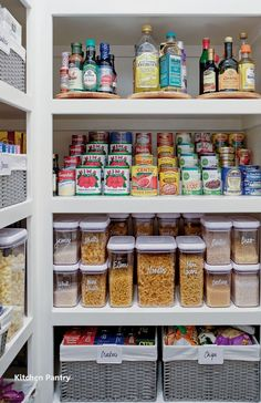Kitchen Organization Pantry, Home Organisation, Kitchen Storage, Pantry Ideas, Bathroom Organization, Pantry Room, Organized Pantry, Organization Ideas For The Home, Pantry Diy
