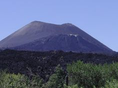 Easy Geography for Kids on Paricutin - Image of the Paricutin Volcano above the Cornfield