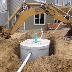 Building a house in the country usually includes a septic system installation. See how one couple's installation process went and check out the photos. Small Septic Tank, Septic Tank Design, Diy Septic System, Septic Tank Systems, Fossa Séptica, Septic Tank Installation, Sewer System, Mother Earth News, Solar Power System