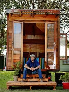 tiny house movement hits australia with builder encouraging aussies to think big by living small