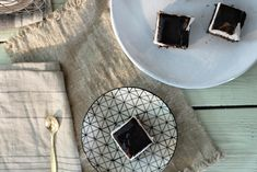 Dag- og natt-kake Plates, Tableware, Food, Licence Plates, Dishes, Dinnerware, Griddles, Tablewares, Essen