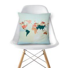 Compre Mapa Vintage de @juzimmermann em almofadas de alta qualidade. Incentive artistas independentes, encontre produtos exclusivos.
