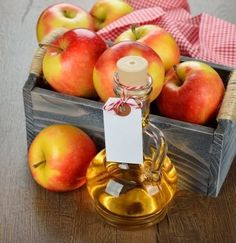 Apple cider vinegar is made by fermenting apple cider. And the benefits of apple cider vinegar for skin, hair and health are many! Here is a list. Homemade Apple Cider Vinegar, Apple Cider Vinegar Remedies, Apple Cider Vinegar Benefits, Apple Benefits, Vinegar For Acne, White Vinegar, Orange Creme, Lettuce Salad Recipes, Creme Caramel