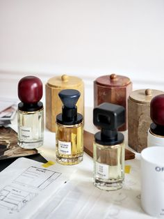 Need a work perfume that goes from day into evening or a fragrance that is romantic endures all night? Read our picks for the longest women's that are lasting scents. Skincare Packaging, Perfume Packaging, Bottle Packaging, Cosmetic Packaging, Parfum Musc, Bottles And Jars, Perfume Bottles, Design Package, Perfume And Cologne