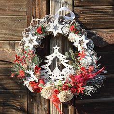 Hydrangea / Vianočný veniec na dvere so stromčekom 4th Of July Wreath, Christmas Wreaths, Holiday Decor, Home Decor, Decoration Home, Room Decor, Home Interior Design, Home Decoration, Interior Design