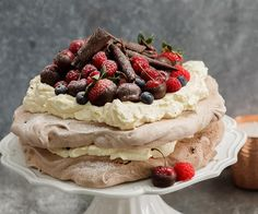 A twist on a Kiwi Christmas classic, this deliciously airy pavlova was created by Karla Goodwin of Bluebells Cakery using the deliciously improved NESTLÉ BAKERS' CHOICE chocolate baking range. It& perfect for a festive family celebration No Bake Desserts, Delicious Desserts, Chocolate Pavlova, Christmas Desserts, Christmas Goodies, Christmas 2016, Christmas Treats, Christmas Stuff, Christmas Baking