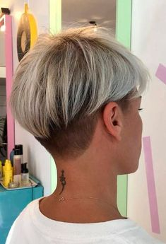 Hair Beauty - pixiehair,glaminati-Pretty Pixie With Undercut undercut pixiehair ★ Short hairstyles for round faces are in trend! If you have blonde Undercut Hairstyles Women, Long Pixie Hairstyles, Short Pixie Haircuts, Short Hairstyles For Women, Haircut Short, Latest Hairstyles, Undercut Women, Haircut Medium, School Hairstyles