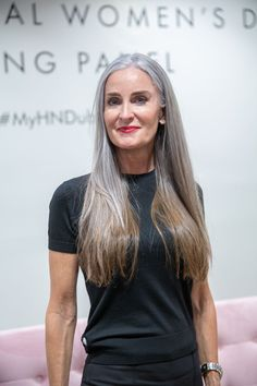 Untitled - Best Hairstyles & Haircuts for Men and Women in 2019 Grey Hair Wig, Grey Hair Don't Care, Long Gray Hair, Silver Grey Hair, White Hair, Model Tips, Grey Hair Inspiration, Body Inspiration, Short Hairstyles