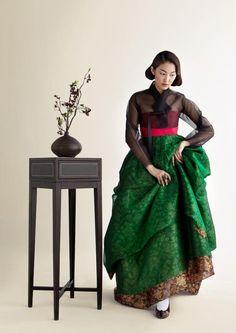 Korean Fashion – How to Dress up Korean Style – Designer Fashion Tips Korean Traditional Dress, Traditional Fashion, Traditional Dresses, Oriental Dress, Oriental Fashion, Korean Dress, Korean Outfits, Modern Hanbok, Oscar Fashion