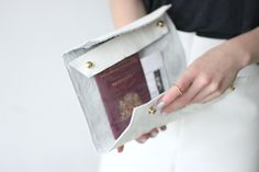 diy leather see-thru envelope/fold up clutch! i love the simplicity of this!