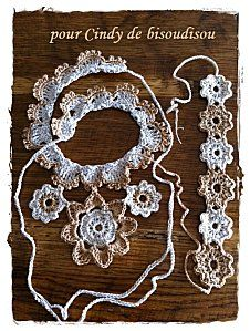 A crochet jewelry set to wear on a tanned skin in the summer months!