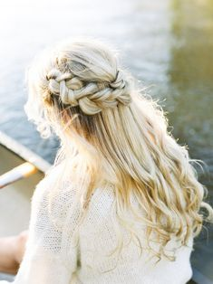 Cozy sweaters, hot cocoa, and a canoe for two are the recipe for winter engagement success! Winter Engagement, Engagement Session, Engagement Photos, Bridal Hair Inspiration, Engagement Photo Inspiration, Wedding Hairstyles Half Up Half Down, Wedding Hairstyles For Long Hair, Bridal Hair Updo, Light Photography