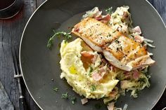 Pan-fried kingfish with cabbage and bacon Chicken And Cabbage, Cabbage And Bacon, Green Cabbage, Chicken Bacon, Bacon Recipes, Seafood Recipes, Keto Recipes, Chicken Recipes, Cooking Recipes